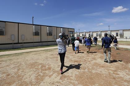 В США судья приказала освободить детей мигрантов из тюрем из-за пандемии