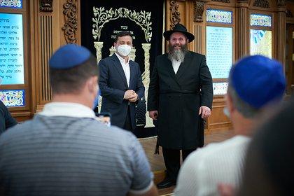 Зеленский рассказал о низком уровне антисемитизма в едва не сгоревшей синагоге