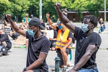 В США во время протестов из-за убийства полицией чернокожего врача погиб человек