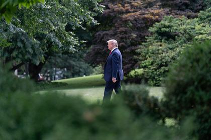 Трамп отправился играть в гольф во время беспорядков в США