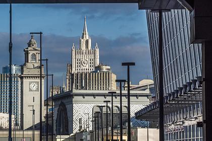 Отменившим поездки в Россию иностранцам бесплатно переоформят визы