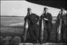 Технический и летный персонал стоят с бомбами SG50. Рядом лежат бомбы SC250. Аэродром Тронхейм Варнес, Норвегия, 1940 год.