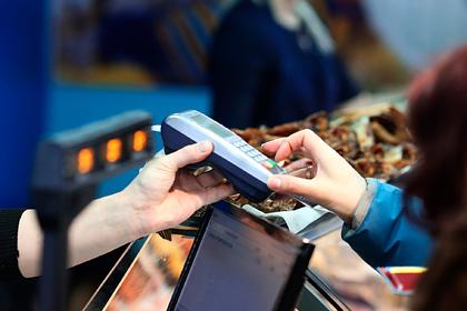 У россиян начали отнимать возможность уходить в минус по банковским картам