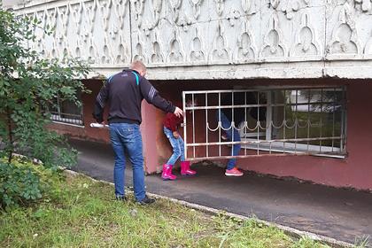 Россиянам предложили заходить в затопленную после дождя больницу через окно