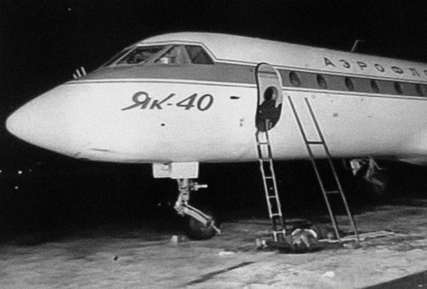 Захваченный Як-40 после штурма во Внуково