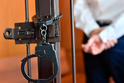 Шлепнувшего школьницу российского учителя отправили в тюрьму на десять лет