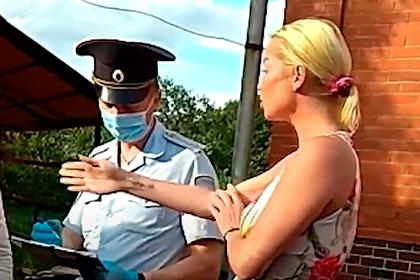 Волочкова оскорбила полицейских и пообещала «своим именем урегулировать процесс»