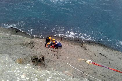 Россиянин сорвался с семиметровой скалы в Крыму и выжил