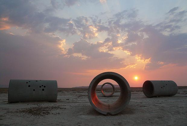 Нэнси Хольт, «Солнечные тоннели»