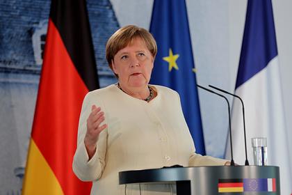 Меркель объяснила отсутствие маски на публике
