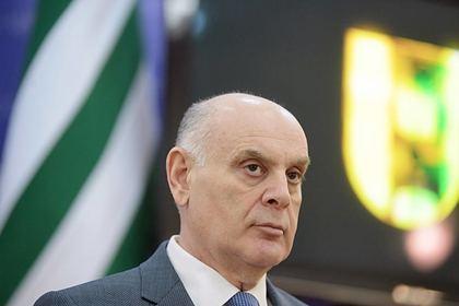 Президент Абхазии проголосовал по поправкам в Конституцию России