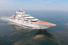 Роскошную 147-метровую мегаяхту Topaz, построенную на верфи Lurssen и оснащенную по проектам Тима Хейвуда и Terence Disdale Design, приобрел, по неподтвержденным данным, владелец футбольного клуба «Манчестер Сити» и член правящей королевской семьи эмирата Абу-Даби Мансур ибн Зайд аль-Нахайян.  <br></br> Восьмипалубное судно, оцениваемое в 527 миллионов долларов, располагает шестью каютами для гостей, гигантским джакузи на главной палубе, бассейном, помещением для спа-процедур, двумя вертолетными площадками, внушительным тренажерным залом, кинотеатром на открытом воздухе и конференц-залом.