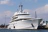 Доподлинно неизвестно, какова реальная стоимость девятипалубной моторной суперъяхты Eclipse, которая была возведена по личному заказу российского предпринимателя Романа Абрамовича. По разным оценкам, лодка обошлась ему в полтора миллиарда долларов. <br></br> 162-метровое судно построили на гамбургской верфи Blohm + Voss, а спроектировали в дизайнерских фирмах Atabeyki Design Development и Terence Disdale Design Ltd. К слову, ежегодное обслуживание обходится хозяину примерно в полсотни миллионов долларов, а один день отдыха на белоснежном судне среди волн — 80 тысяч долларов.