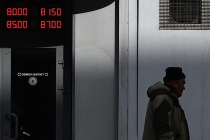 Названы условия для укрепления рубля к доллару
