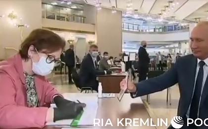 Путина заставили воспользоваться одноразовой ручкой на голосовании по поправкам