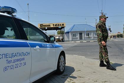 В Чечне фура протаранила жилой дом