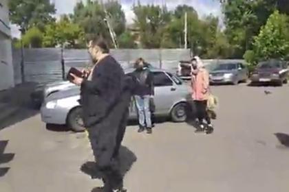 В России освятившего в пандемию дом с трещиной священника отстранили от служения
