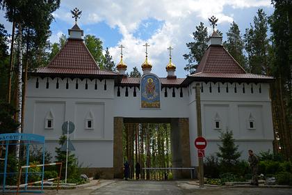 Сторонник захватившего монастырь священника прокомментировал нападение на Собчак