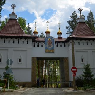 Въезд на территорию Среднеуральского женского монастыря в Свердловской области