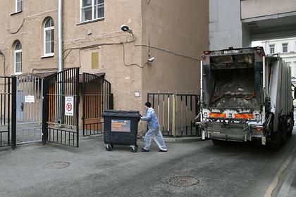 Дети выкинули мусор из окна дома и разбили голову четырехлетней россиянке