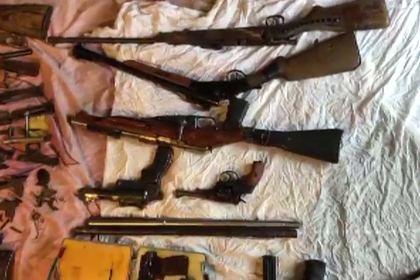 Оперативники ФСБ задержали подпольных оружейников с арсеналом времен войны
