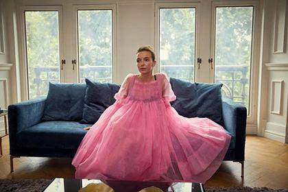 Знаменитости массово надели розовые наряды и запустили новый тренд
