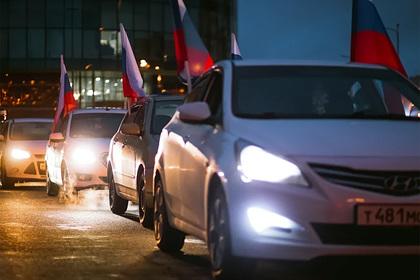 В России прошли стихийные автопробеги после голосования по поправкам
