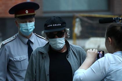 Знакомые Ефремова обвинили его в спаивании и избиении бывших жен