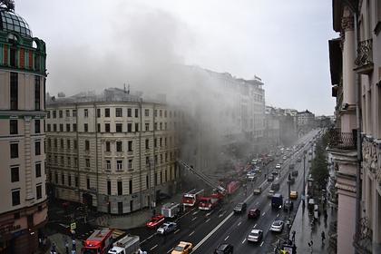 В центре Москвы загорелся дом XIX века