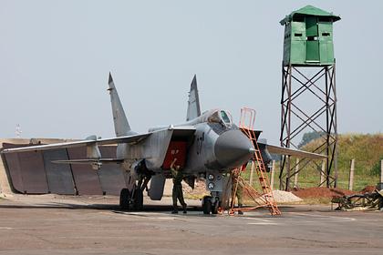 Российский чиновник продал четыре истребителя по 153 рубля и девять лет прятался