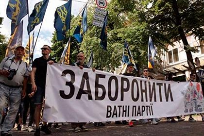 Националисты прошли по Киеву и потребовали запретить «ватные партии»