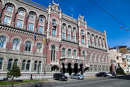 Украина передумала занимать за границей