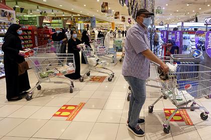 Жители Саудовской Аравии кинулись скупать в магазинах все
