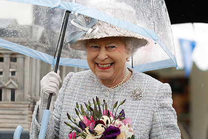 Раскрыт секрет зонтов Елизаветы II в цвет наряда