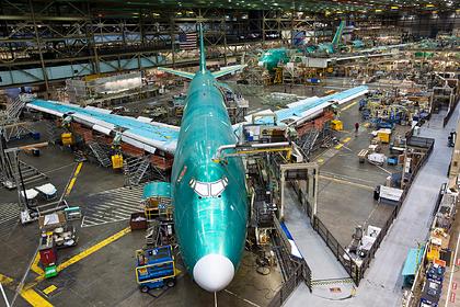 Boeing останавливает производство «горбатого» лайнера 747-8