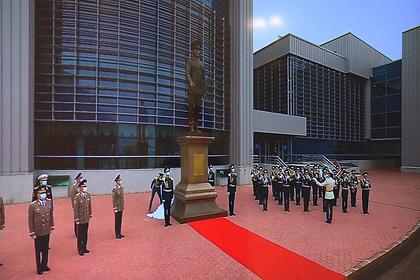 В Казахстане воздвигли памятник Назарбаеву