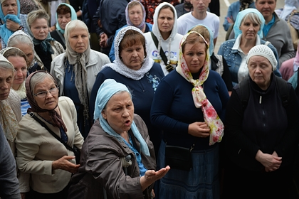 Сторонники лишенного сана священника пригрозили захватом монастыря
