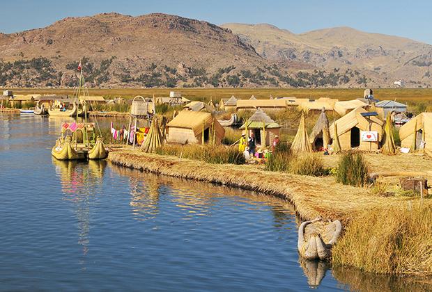 Плавучая деревня на озере Титикака