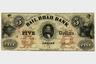 """Опыт финансирования Войны за независимость был травмирующим равно как для американских властей, так и для общества. В американской конституции 1787 года фактически прямым текстом прописали запрет на выпуск бумажных денег. Так, властям США, согласно документу, можно чеканить монеты и выпускать казначейские облигации; отдельным штатам нельзя эмитировать бумажные деньги в качестве законного платежного средства. Такая попытка избежать повторения дефолта долгие годы тормозила развитие страны, поскольку Штаты, не имея собственных запасов золота и серебра, не могли обеспечить чеканку металлических денег со скоростью, достаточной, чтобы покрыть потребности растущей экономики. <br></br> Кроме того, текст конституции <a href=""""https://www.litres.ru/vladimir-tulev/istoriya-deneg/?utm_medium=cpc&utm_source=google&utm_campaign=smart_shopping%7C6451100394&utm_term=&utm_content=k50id%7Cpla-573894664472%7Ccid%7C6451100394%7Caid%7C378012483274%7Cgid%7C85593335428%7Cpos%7C%7Csrc%7Cu_%7Cdvc%7Cc%7Creg%7C9047028%7Crin%7C%7C&k50id=85593335428%7Cpla-573894664472&gclid=CjwKCAjwrvv3BRAJEiwAhwOdM5ZlPxwzuyoue1FL1U6Mao65Fbga390Sclap2sWMRJtQKIbvlRNp5xoCTaMQAvD_BwE"""" target=""""_blank"""">содержал</a> лазейку, которая за несколько десятилетий вылилась в серьезный кризис американской финансовой системы. Дело в том, что конституция не запрещала печатание денег американским частным банкам. Ушлые банкиры немедленно воспользовались лазейкой, и в первой половине XIX века в стране появилось множество банков, каждый из которых печатал собственную валюту со своим дизайном.  Такие банки просто получали разрешение на эмиссию бумаг, обеспеченных золотом или серебром, и обязывались обменивать собственные деньги на драгметаллы по требованию.  <br></br> Однако недобросовестные банкиры, не имея достаточного количества золота или серебра, все равно проводили широкую эмиссию. Чтобы клиентам кредитного учреждения было сложнее обменять деньги на металл, они просто открывали главный и единственный офис в труднодоступном и б"""