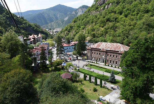 Вид на город Боржоми в Грузии