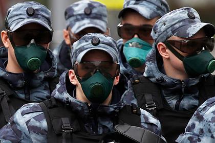 Командира московских полицейских наказали за одинаковые жетоны у подчиненных