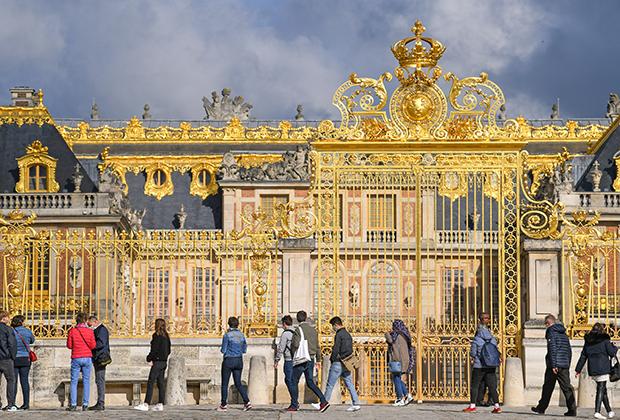 Центральный вход в Версальский дворец
