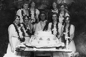 Франклин Рузвельт с личной секретаршей Мисси Леханд и женой Элеонорой Рузвельт