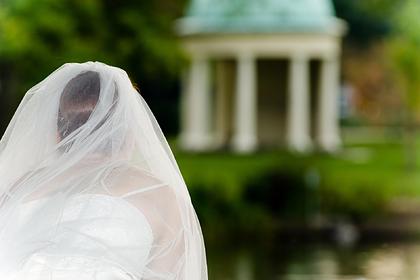 Мужчина решил жениться на трансгендере и запретил матери приходить на свадьбу