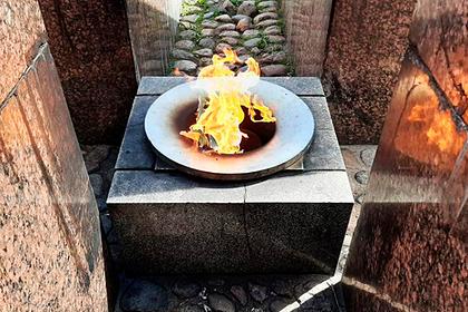 Пожарившим сосиски на Вечном огне россиянам определили наказание