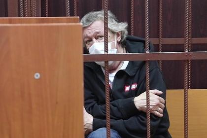Адвокат сына Захарова объяснил непризнание Ефремовым вины в аварии