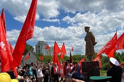 Памятник Сталину в российском регионе посчитали садовой фигурой