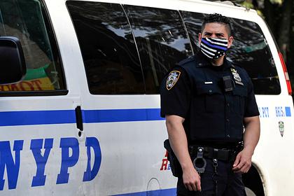 Полицейские улыбнулись после удушения задержанного чернокожего и были уволены
