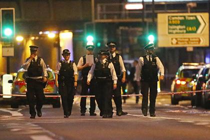 Более 10 полицейских пострадали при разгоне вечеринки в Лондоне