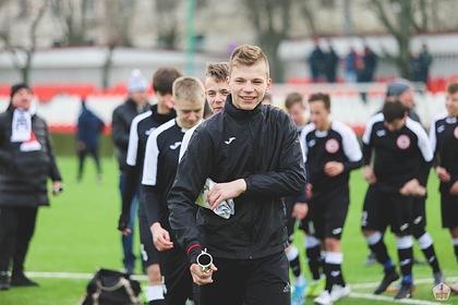 В российского футболиста попала молния на тренировке